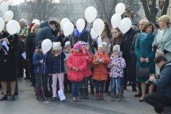 Во Львове запустили воздушные шары с отрывками из стихов Шевченко