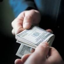 Копи відмовилися від хабара, пропонованого криміналом. Прокурорам та суддям — приготуватися
