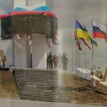 «Монумент дружби народів» під триколором шанують у Чернігівській митниці