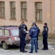 «Нова» поліція вискакує з приватного авто, як старі ДАІшники