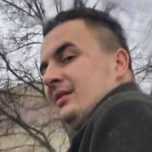 Неадекват з ножем тероризує водіїв у Чернігові