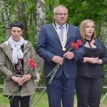 Німці у Чернігові поклали квіти до могил усіх загиблих у роки війни