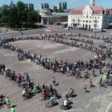 На Велодень у Чернігові вишикували в рухомий велосипед понад півтори тисячі велосипедистів