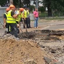 Замінюють каналізаційний колектор на перехресті Шевченка - Молодчого