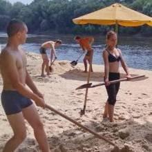 Потрапив до ПТУ – бери лопату в руки, як заповів Азаров, і на пляж!