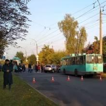 На Подусівці заблоковано рух: люди протестують