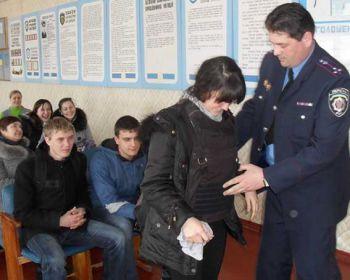 Випускники Менської школи відвідали місцевий райвідділ міліції