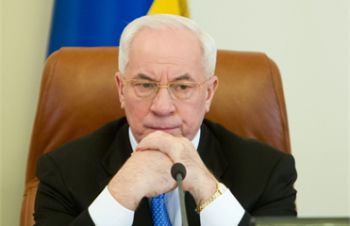 Азаров пообещал не оставить без внимания дело Оксаны Макар