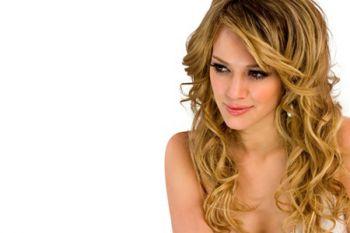 Волнистые волосы - главный тренд сезона