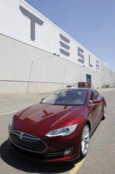 Tesla запустила в серийное производство элитный электрокар Model S