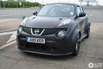 Такие нашлись! Nissan Juke-R за полмиллиона евро засветился во Франции