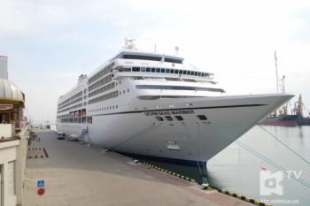 В Одесский порт прибыл огромный океанский лайнер