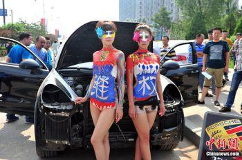 Китайский метод: борьба с автодилером при помощи оголенных дам