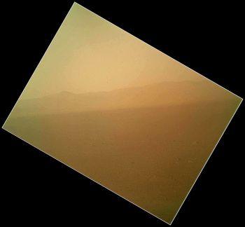 Передано первое цветное фото Марса