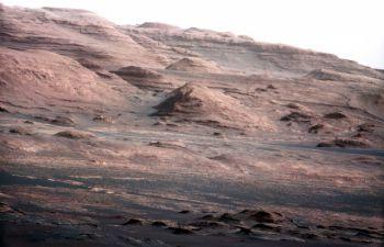 Марсохід Curiosity передав перший звукозапис і панорамне фото Марса