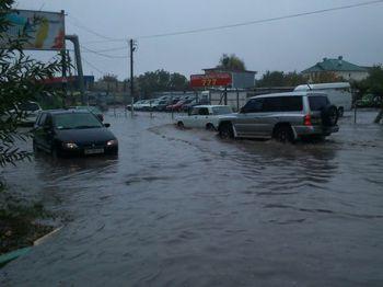Дощ залив Одесу і паралізував рух у місті