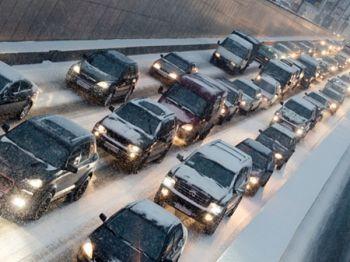 Власти обещают новые правила зимней парковки