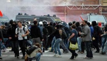 Европу трясёт. Италия за выход из ЕС. Столкновения с полицией в Испании и в Болгарии.