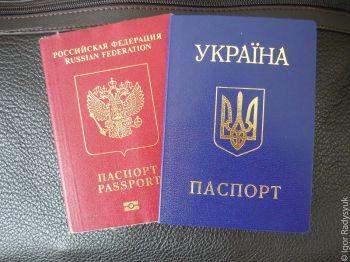 Крымчанам выдают российские паспорта